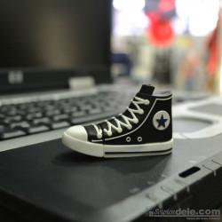 Pendrive zapatillas negras - regalos originales para hombres